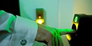 Finger_on_entry_green